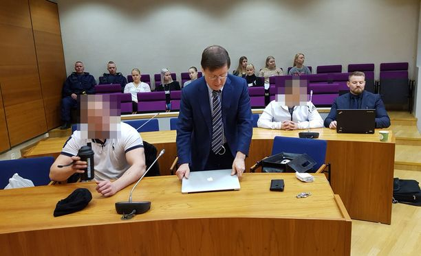 Kahta miestä syytetään tapon yrityksestä ja vaaditaan vankilatuomiota.