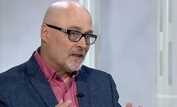 Tony Dunderfelt puhui parisuhteista IL-TV:n Sensuroimaton Päivärinta -ohjelmassa.