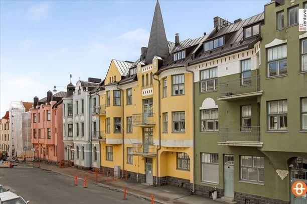 1910-luvulla suomalaisessa rakentamisessa näkyivät ilo, väri ja into - käsillä tekeminen, vanhat perinteet ja aidot materiaalit. Nämä värikkäät talot on rakennettu 1940-luvulla Helsingin Huvilakadulle. Ajan henki olivat tuolloin jugend-tyyli ja kansallisromantiikka.