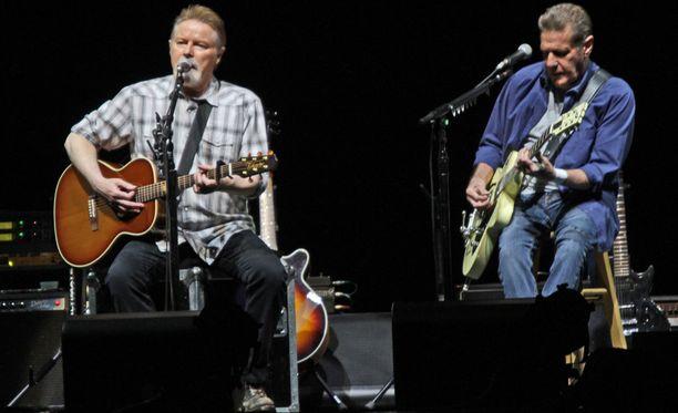 Don Henley ja Glenn Frey History Of The Eagles - Live In Concert -kiertueella vuonna 2014. Yhtye esiintyi valtavalla kiertueellaan elokuuhun 2015 asti.