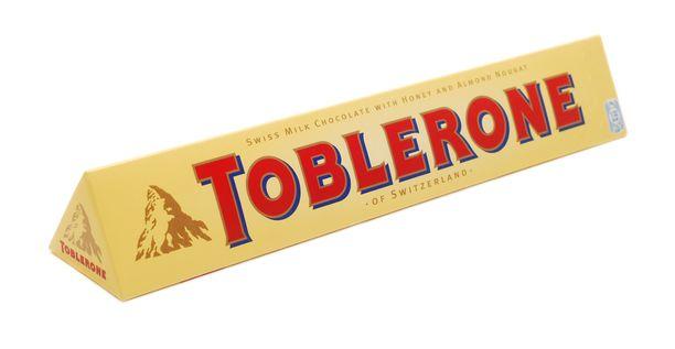 Viimeinen oljenkorsi ostamattomien tuliaisten korvaajaksi, reissussa kuin reissussa: Toblerone-pötkö. Ei kuitenkaan lainkaan turha.