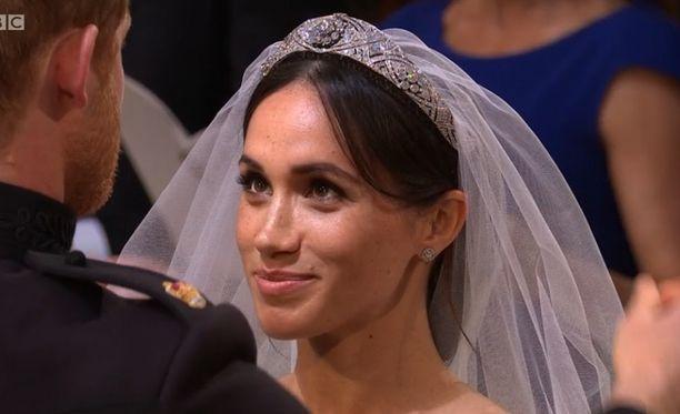 Meghan Markle katsoi rakastuneena kumppaniaan silmiin.
