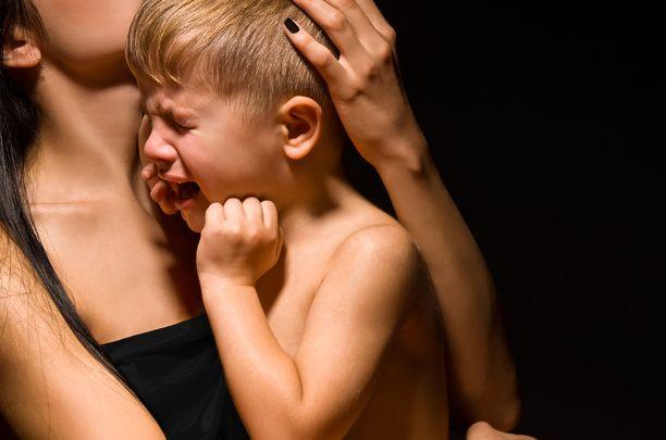 Sosiaalisista suhteista, stressin säätelystä ja oppimisesta vastaavat aivoalueet kehittyvät voimakkaimmin lapsen kolmen ensimmäisen ikävuoden aikana.
