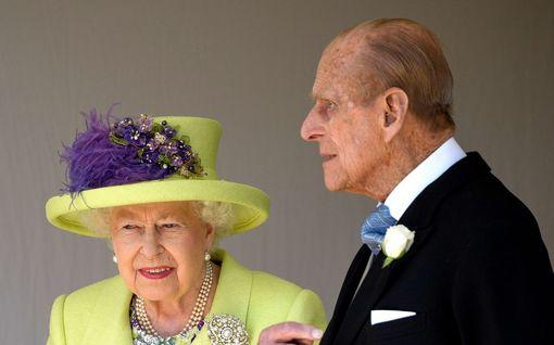 Varas iski kuningatar Elisabetin kotiin – varastetun omaisuuden arvo noin 112 000 euroa, mukana perhekuvia