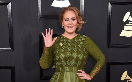 Adele ja räppäri Skepta seurustelevat? Flirttailevat viestit saivat fanit villeiksi