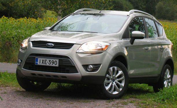 Ford Kuga (kuvassa) ja Toyota Land Cruiser (alla)voittivat kolme vuotta vanhojen autojen kategorian. Autojen hylkäysprosentti oli nolla.