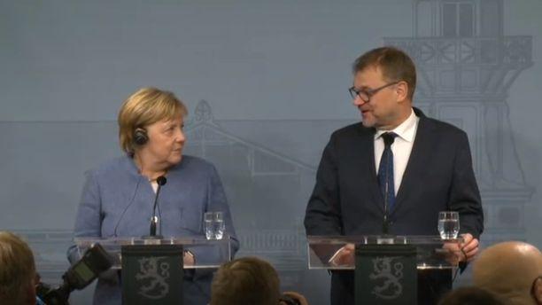 Saksan liittokansleri Angela Merkel ja pääministeri Juha Sipilä tiedotustilaisuudessa Kesärannassa 7.11.2018.