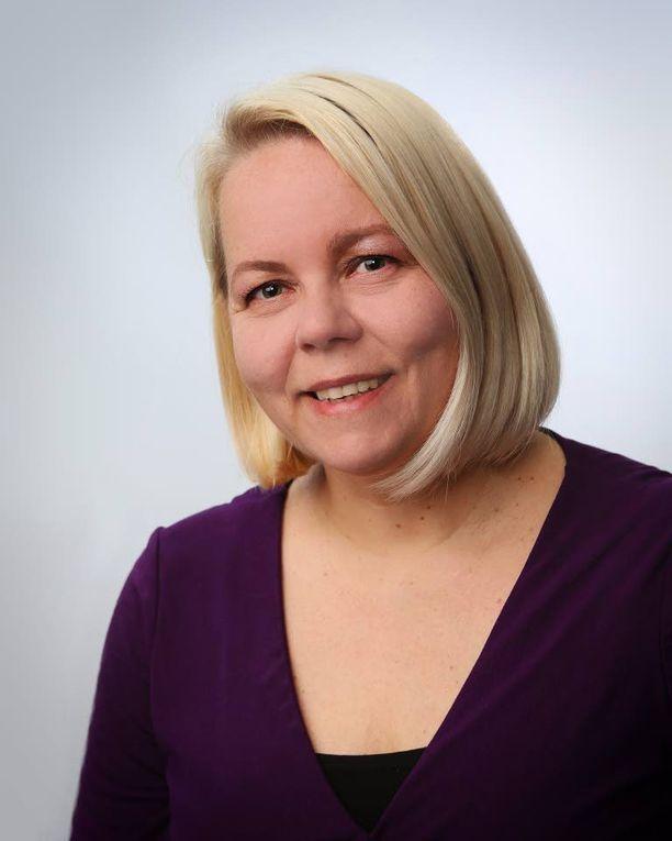 Paula Makkonen tutki ulkomaille töihin lähteneitä.