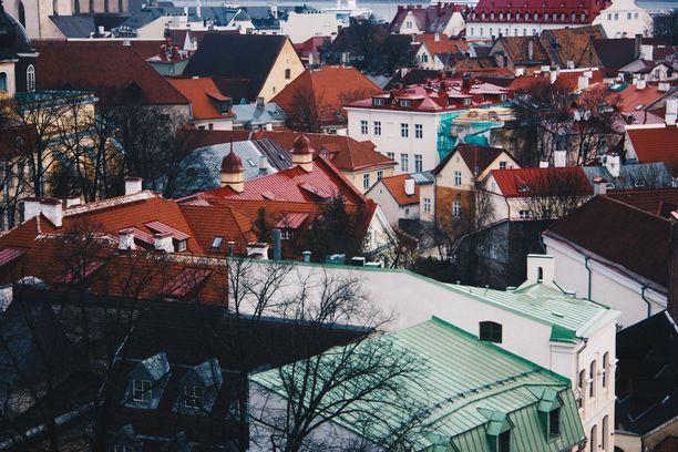 Tallinna tarjoaa monipuolista tekemistä ja nähtävää, varsinkin jos reissaaja uskaltautuu vanhaakaupunkia kauemmaksikin.