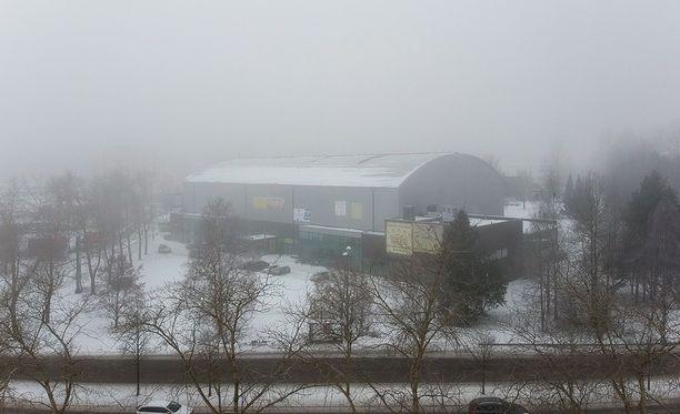 Näin sumuista oli Tampereella keskiviikkona. Suomen säässä vaikuttaa lämpötilainversio, joka ulottuu maan eteläosasta Inarinjärven alueelle.
