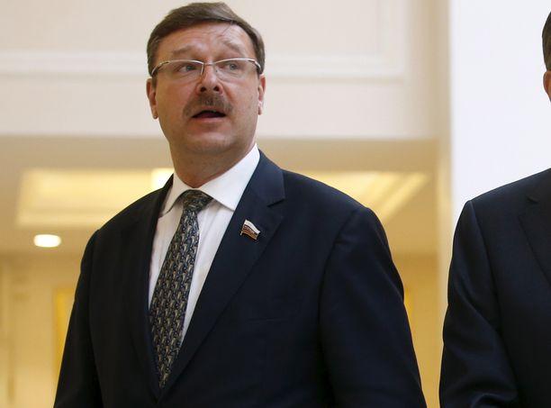 Venäläispoliitikko Konstantin Kosachyovin mukaan Yhdysvaltain demokratia on pohjamudissa.