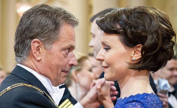Tasavallan presidentti Sauli Niinistö isännöi ensimmäistä kertaa Linnan juhlia puolisonsa Jenni Haukion kanssa.