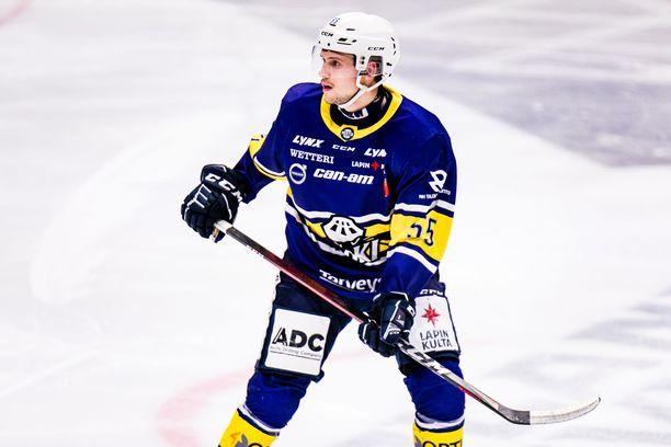 Aiemmin laidalla pelannut Ville Heikkinen siirtyi RoKissa sentteriksi.