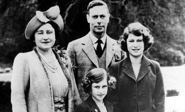 Balmoralilla on ollut nykyiselle kuningattarelle (kuvassa oikealla) suuri merkitys todellisena pakopaikkana.