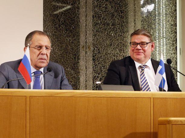 Suomen ulkoministeri Timo Soini on useita kertoja muistanut kehua, että Venäjän ulkoministeri Sergei Lavrov on hänen ystävänsä.