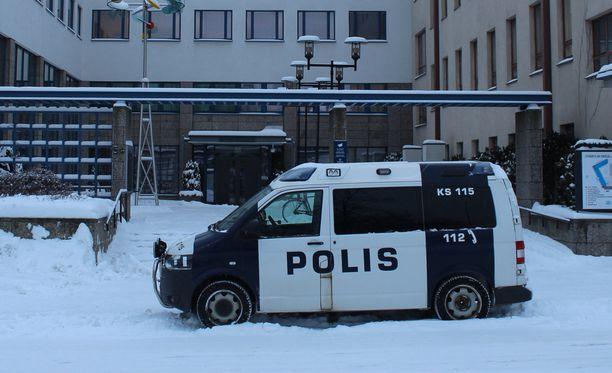 Poliisi ryntäsi omalle asemalleen epätietoisuuden takia. Arkistokuva ei liity tapaukseen.