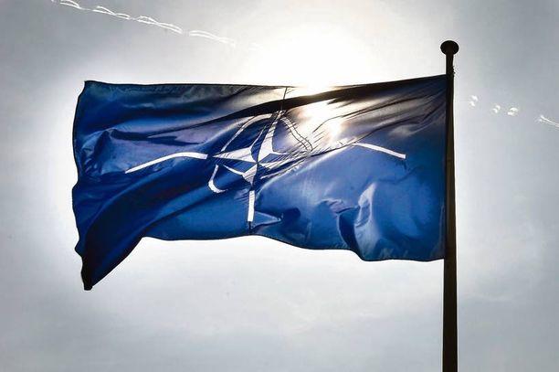 Naton lippu liehui sotilasliiton päämajassa Brysselissä Belgiassa 2011.
