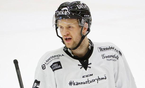 Ilkka Heikkinen iski kaksi maalia Tapparaa vastaan.