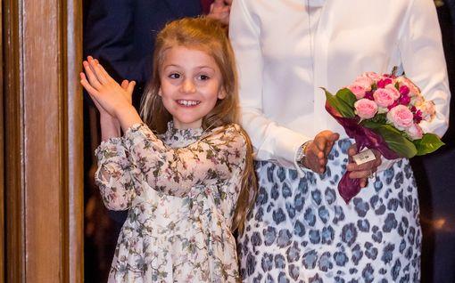 Ruotsin prinsessa Estelle, 7, hurmasi konsertissa - Victoria leopardikuosissa ja Sofia ballerinana