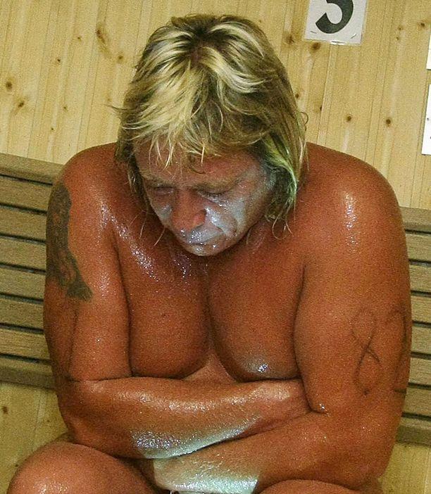 TIMPAN TUEKSI Timo Kaukosen saunakaverit lämmittävät saunan kuumaksi miehen ja tämän perheen hyväksi Imatralla ensi viikon lauantaina.