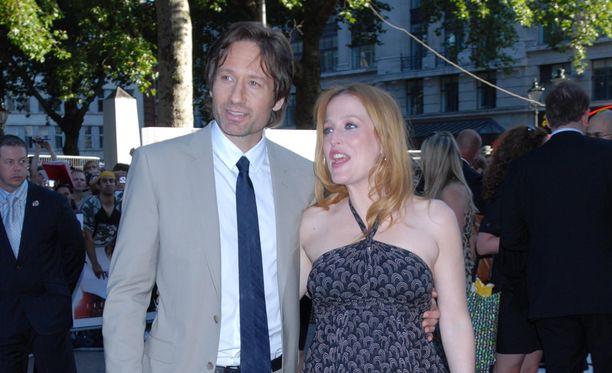 David Duchovny ja Gillian Anderson Salaiset kansiot -elokuvan ensi-illassa Lontoossa.
