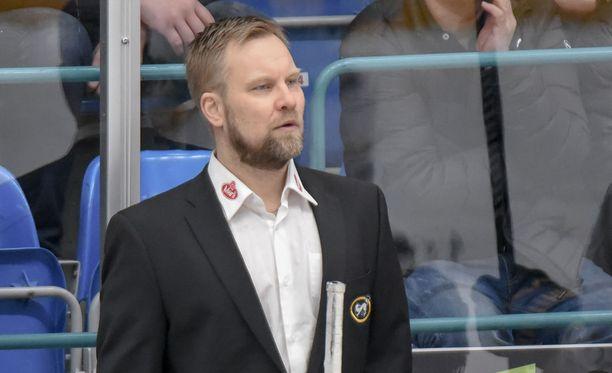Mikko Manner on Leijonien apuvalmentaja.