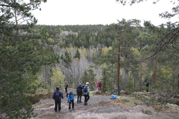 Koronakriisin keskellä monet suomalaiset ovat ladanneet akkujaan luonnossa.