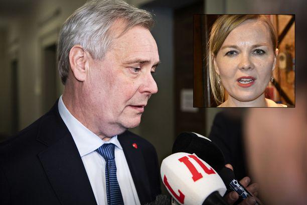 """Pääministeir Antti Rinne ilmoitti maanantai-iltana, että hänellä on täysi SDP:n puoluehallituksen tuki ja vaati keskustalta kirjallisia todisteita väitteidensä tueksi. Keskustan puheenjohtaja Katri Kulmuni puolestaan vaati SDP:tä tekemään """"johtopäätöksiä"""" luottamuksen palauttamiseksi. Kulmunin mukaan keskustalla on henkilöön liittyvään epäluottamusta."""
