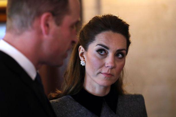 Herttuatar Catherine kertoo avoimesti äitiyden paineista.