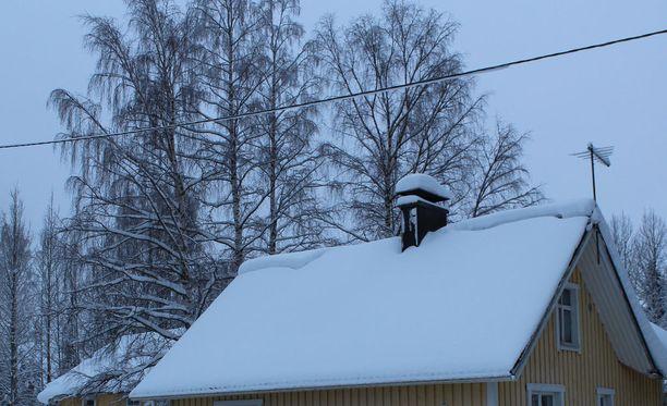 Huonekaluliikkeen katto tuli alas Rautalammilla lumen painosta. Kuvituskuva.