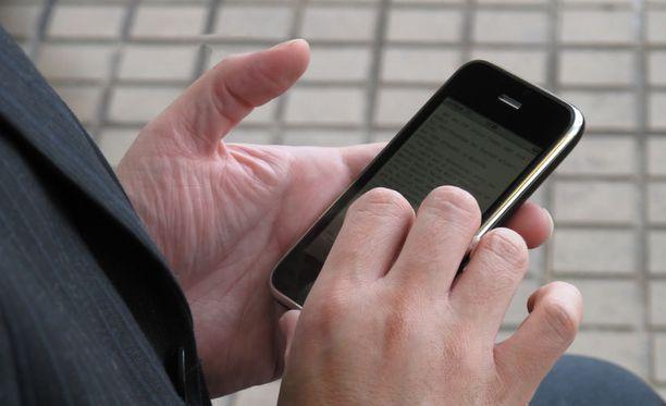 Suomalainen ei halua elää ilman kännykkää.