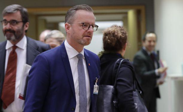Ruotsin sisäministeri Mikael Damberg kommentoi operaatiota julkisesti ennen poliisia.