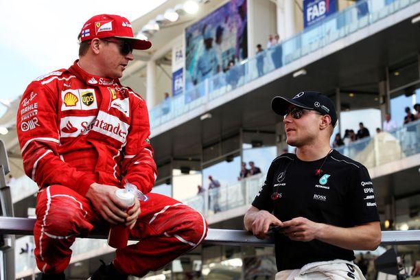 Kimi Räikkönen ja Valtteri Bottas komentavat voittaja-autoja.