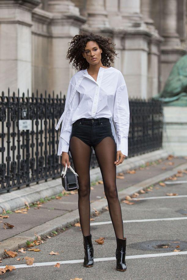 Malli Cindy Brunan sukkahousutyyli käänsi katseita Pariisin muotiviikolla.