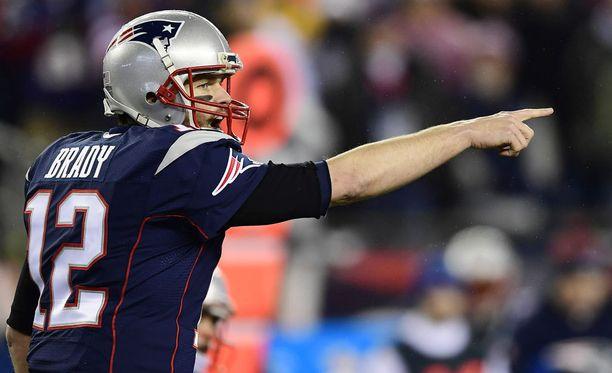 Uransa viidettä Super Bowl -voittoa metsästävä Tom Brady on yrittänyt ottaa etäisyyttä Donald Trumpiin.