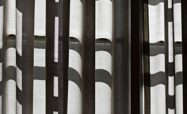 Valtiontalouden tarkastusvirastossa vallitsee Iltalehden haastattelemien henkilöiden mukaan pelon ilmapiiri. Työilmapiiriongelmat ovat pysyneet erään työntekijän mukaan piilossa osin sen vuoksi, että VTV:n virkamiehet nauttivat erittäin kilpailukykyistä palkkaa.