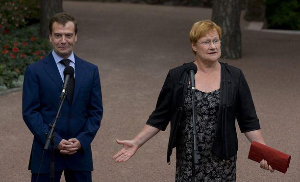 Halonen kommentoi kokoomuspoliitikkojen Venäjä-lausuntoja. Kuva Kultarannasta, jossa Halonen isännöi Venäjän presidentti Dmitri Medvedevin työvierailua Suomeen heinäkuussa.