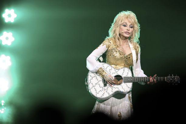 Dolly Parton on tunnettu yhdysvaltalainen laulaja.