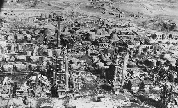 USA B-29-pommittajat tekivät yhteensä neljä iskua öljynjalostamolle Pohjois-Koreassa. Tuho oli täydellinen.