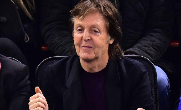 The Beatlesin Paul McCartney bongattiin viime viikolla New Yorkissa jääkiekkopelistä.