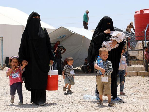 Al-Holin pakolaisleirillä Syyriassa on tiettävästi 10 suomalaisnaista ja 30 heidän lastaan.