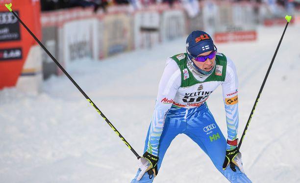 Matti Heikkinen hiihti kolmanneksi perinteisen 15 kilometrillä.