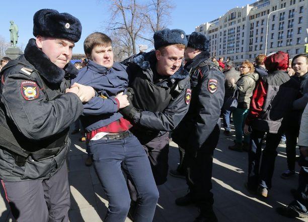 Moskovassa on otettu kiinni 130 mielenosoittajaa.