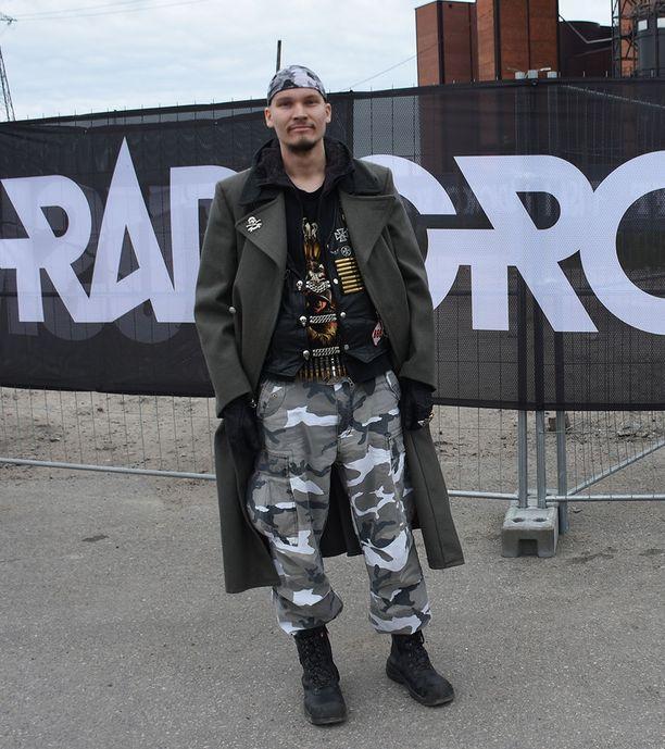 Leo kertoi käyneensä Tuskassa vuodesta 2007 alkaen. Yhden kerran festivaalit jäivät väliin, koska Rammstein esiintyi samaan aikaan.- Asun Hertsikassa, joten tällä kertaa matka ei todellakaan ollut pitkä