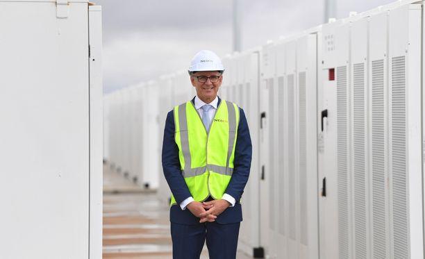 Etelä-Australian pääministeri Jay Weatherill vihki 100 megawatin akkufarmin käyttöön perjantaina.