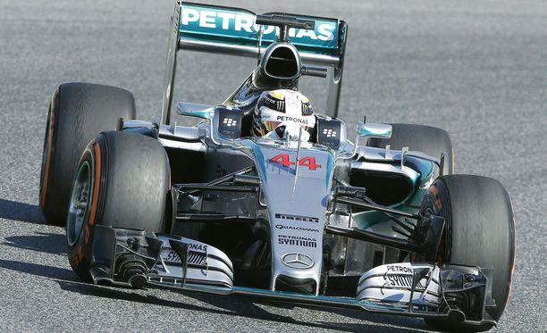 Lewis Hamilton oli toisten harjoitusten nopein kuski.