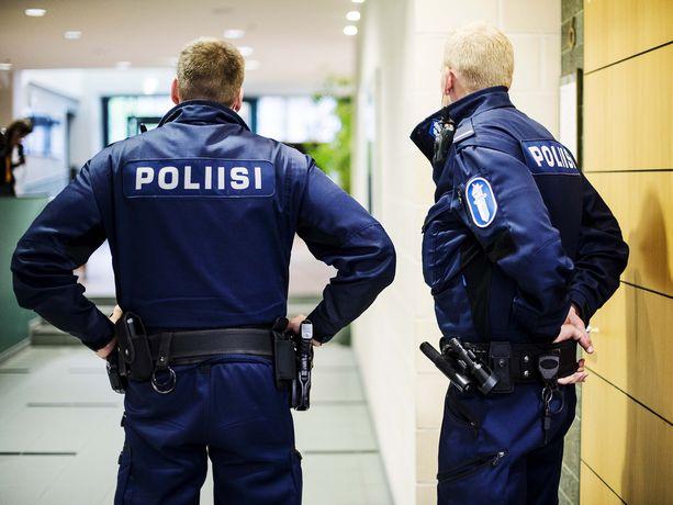 Poliisi epäilee rikoksesta kahtakymmentäkuutta henkilöä Tampereen seudun suuressa kokaiini- ja dopingainetapauksessa. Epäillyistä henkilöistä kolme on urheilutaustaisia ihmisiä.