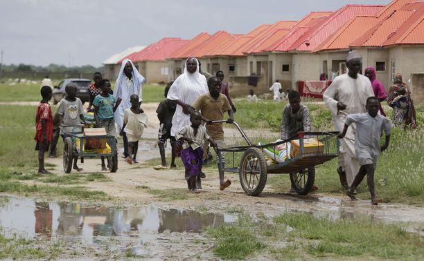 Kodeistaan paenneita ihmisiä Nigerian Maidugurissa elokuussa. Boko Haram on kylvänyt Nigeriassa kauhua jo seitsemän vuotta.