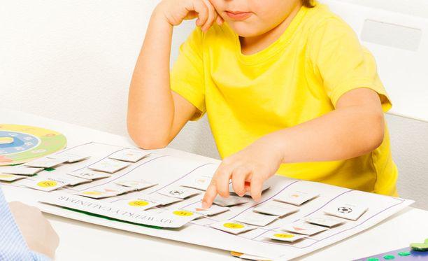 Autististen lasten kanssa käytetään yleisesti kuvakommunikaatiota. Kuvituskuva.