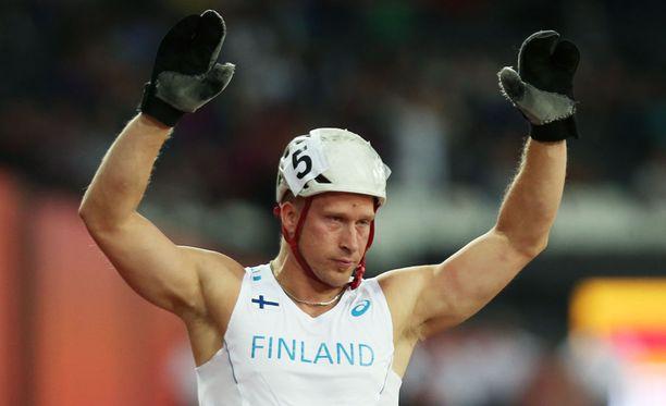 Leo-Pekka Tähti voitti MM-kultaa, vaikka mies oli vähällä kaatua.